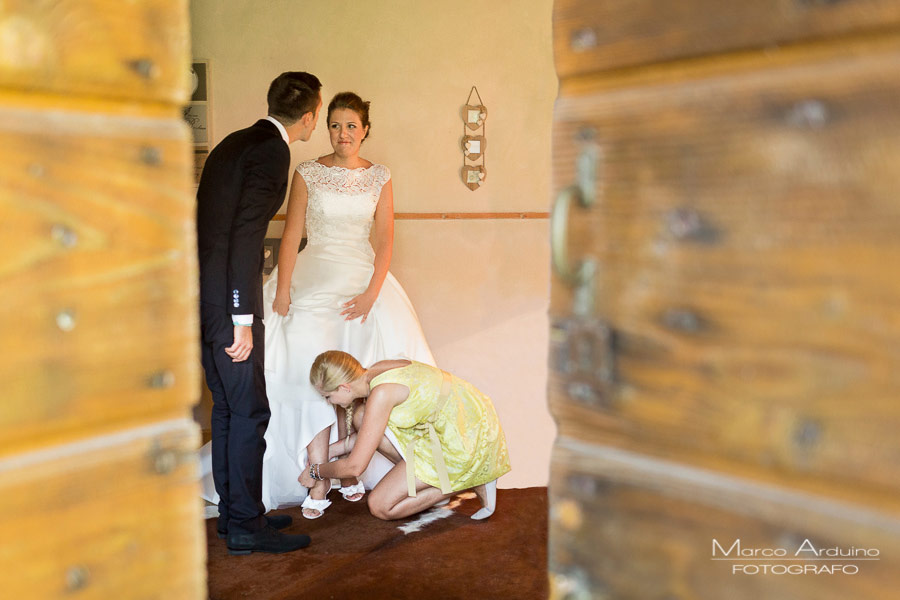 bride getting ready in countryside